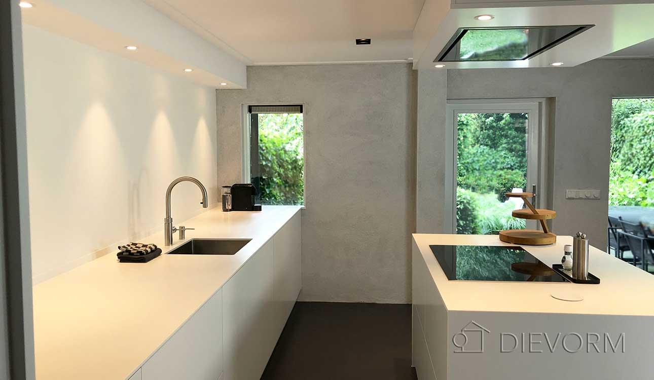 Keuken In Souterrain : Minimalistische keuken met kookeiland in souterrain dievorm