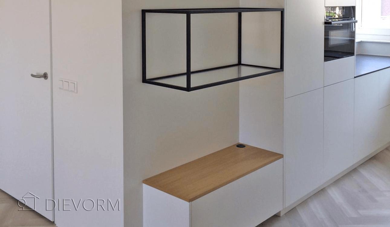 detail-moderne-witte-keuken-amsterdam-zwart-frame