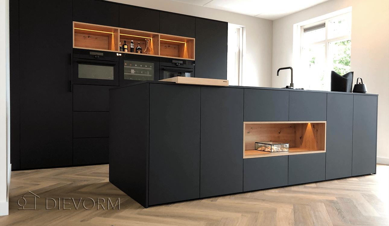 High_end_design_keuken_zwart_donker_Arnhem_Schuytgraaf_hout
