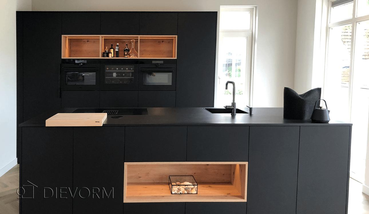 zwarte_keuken_design_Arnhem_Schuytgraaf_houten_accenten