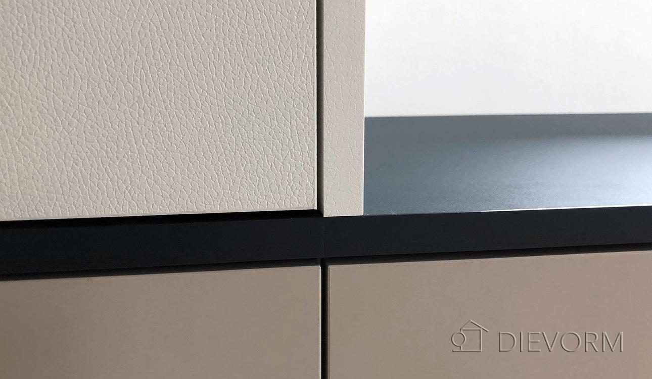 moderne_inloopkast_Rubelli_design_garderobekast_Arnhem_Nijmegen_DIEVORM_detailshot